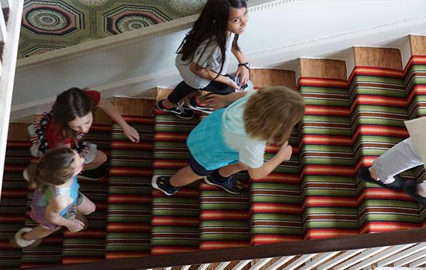 kids-walking-stairs